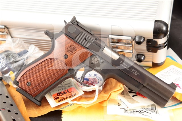 Smith & Wesson S&W 952-1 Target Performance Center Semi Automatic Pistol, Case & More! MFD 2002